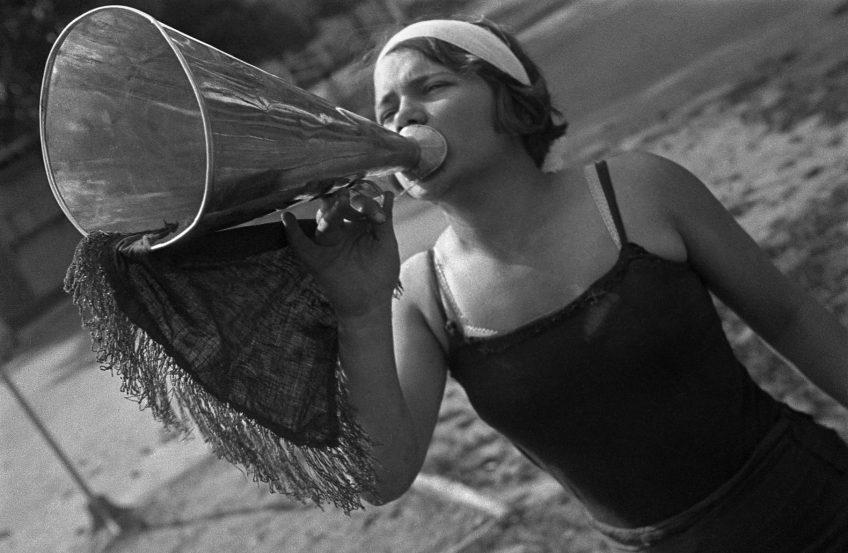 Пионервожатая с рупором. 1934 год
