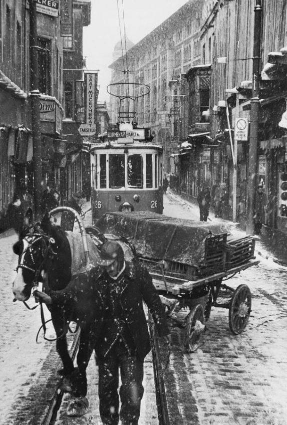ara_guler-sirkeci_stambul-_1956