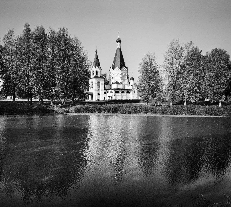 Церковь в поселке Красное на Волге