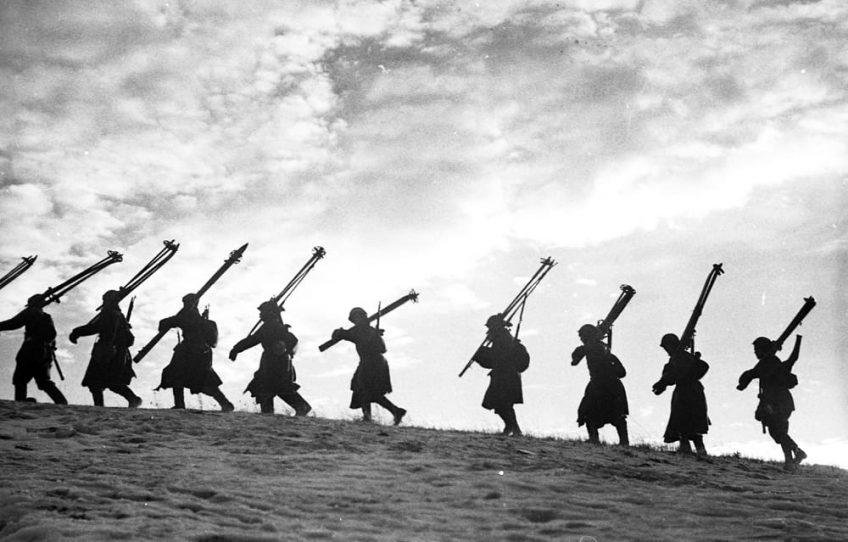 В. С. Тарасевич. Лыжники-пехотинцы. Ленинградский фронт, 1943. РГАКФД